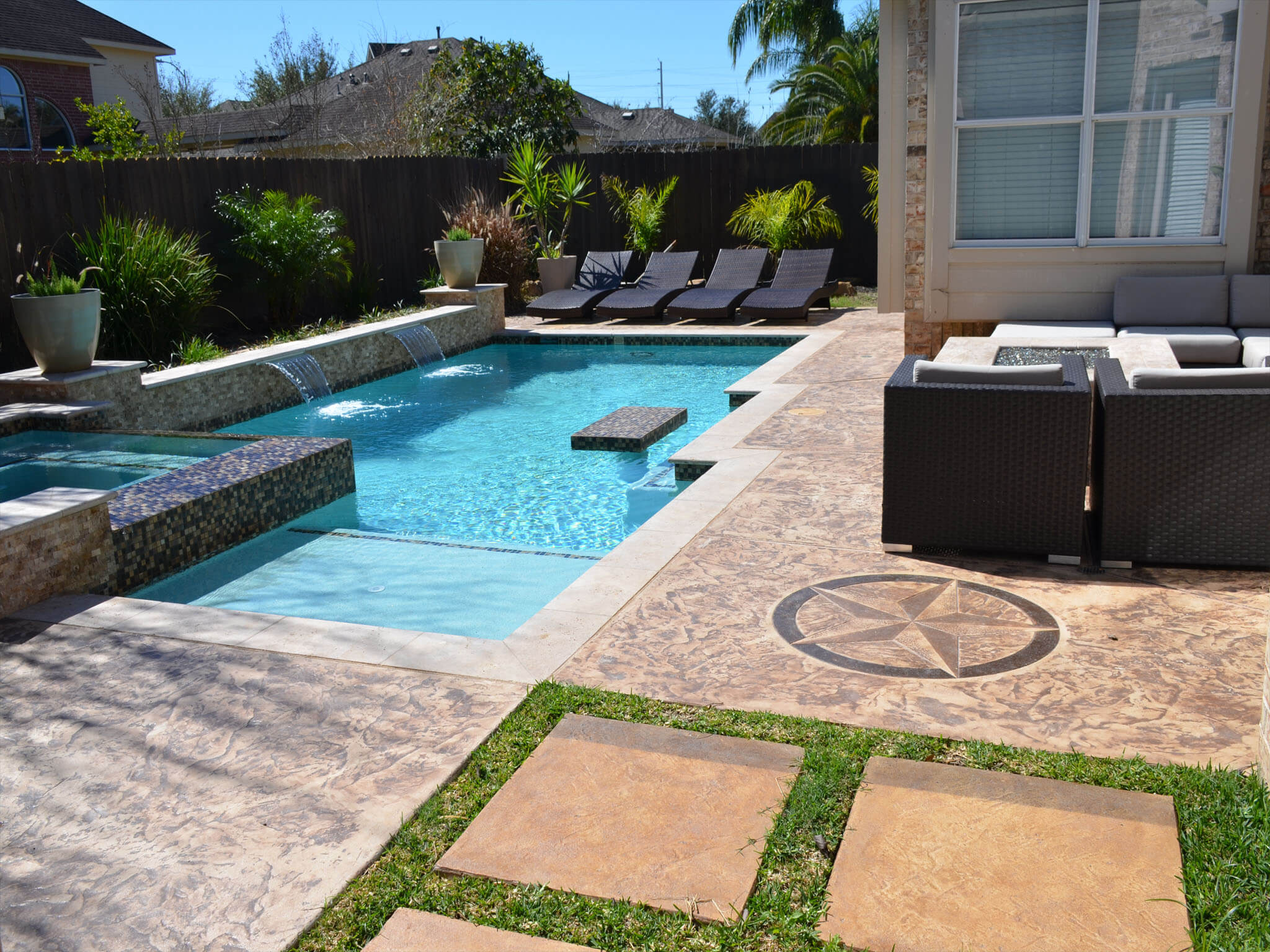 Houston custom pool builders outdoor kitchens and fire for Swimming pool design xls