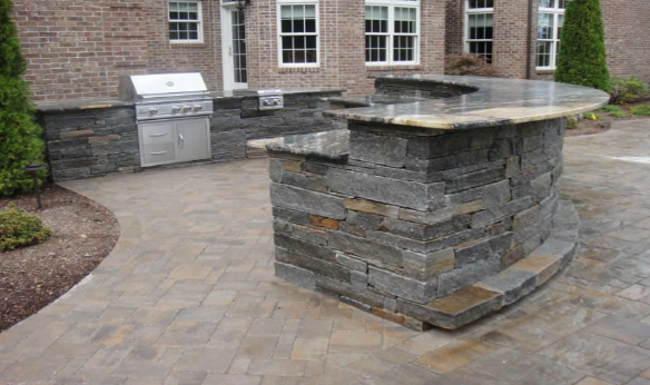 curved-counter-outdoor-kitchen