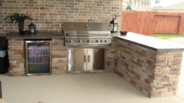 mini-fridge-outdoor-kitchen